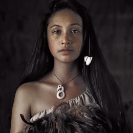 Sa limba de sos Maoris: chirchende una revesa in terra sua