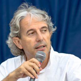 Giuseppe Pepe Corongiu, diretore artìsticu de sa festa, in unu retratu de Marco Fiore