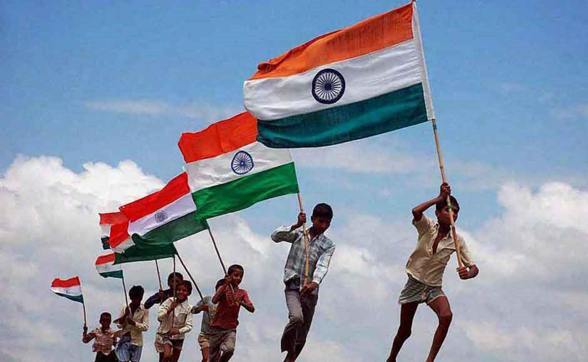 India, 15 austu 1947: sa die de s'indipendèntzia de no ismentigare
