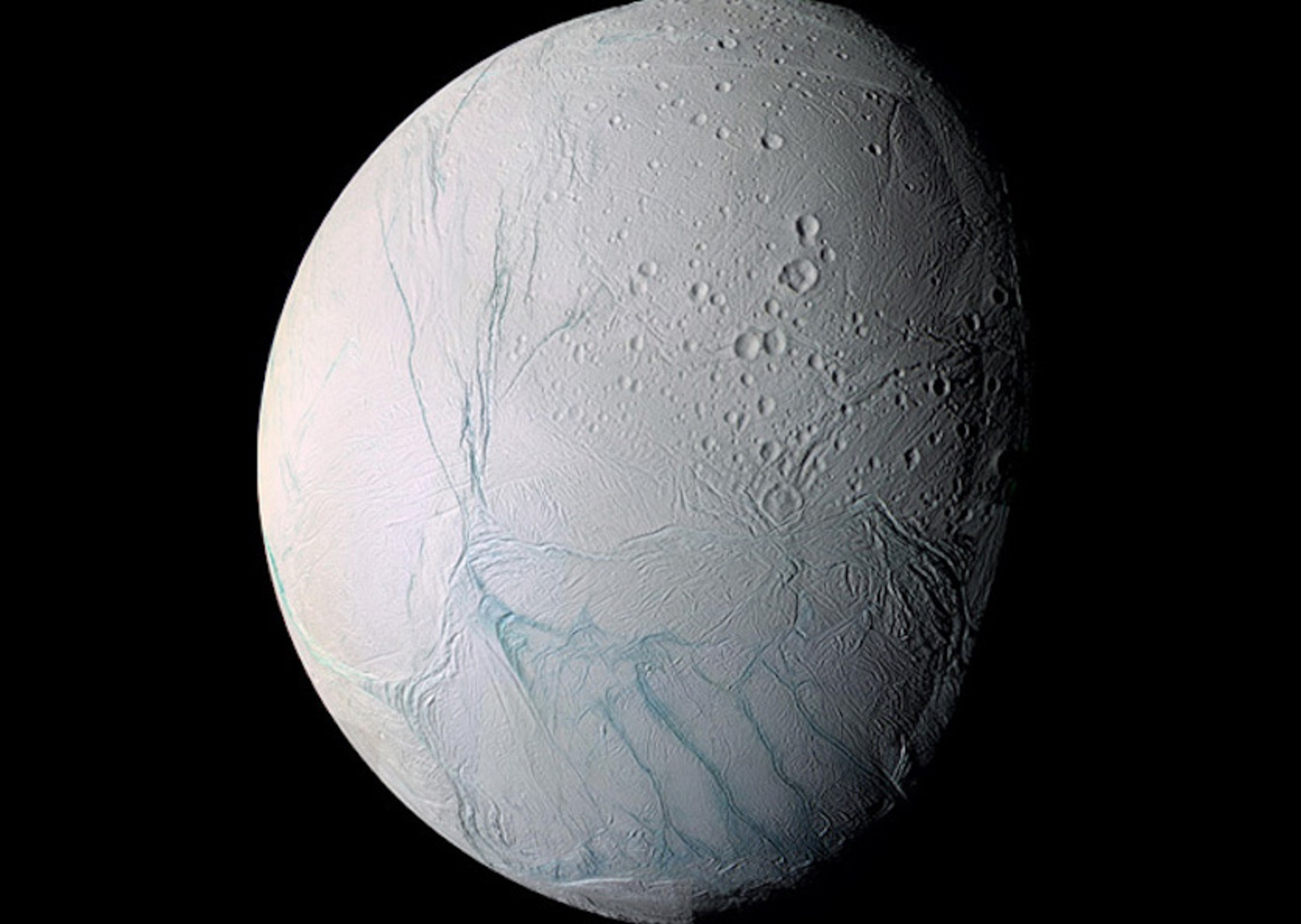 Enceladus: vida b'at in custa luna de Saturnu?
