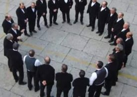 Cantare in coro, unu modu pro àere presente sa limba nostra
